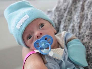 Nome do bebê nasceu na Santa Casa com 1.600kg e saiu da UTI Neonatal com 3.060kg